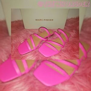 *NEW* Marc Fisher Strappy Sandals💕